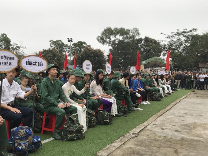 Trong số 3.104 tân binh trên địa bàn tỉnh Nghệ An lên đường nhập ngũ có 4 nữ tân binh.