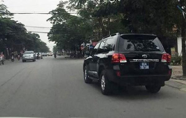 Một trong hai chiếcToyota Land Cruiser VX mà doanh nghiệp tặng sẽ được UBND tỉnh Nghệ An bán đấu giá.