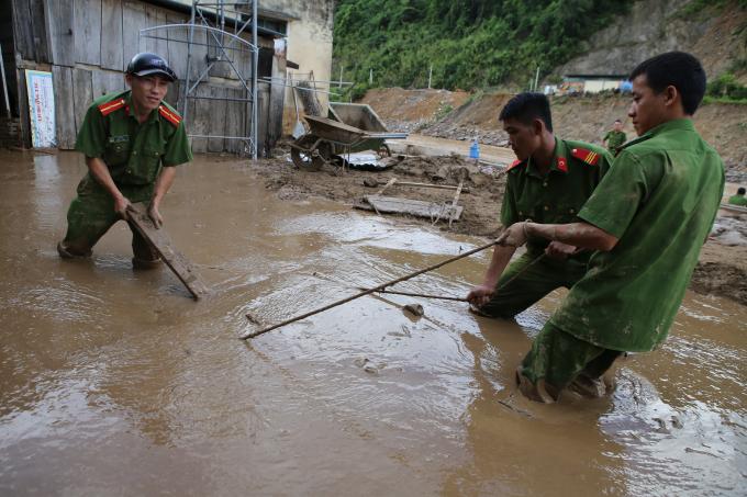 Nhiều địa phương chịu thiệt hại nặng nề sau mưa lũ.