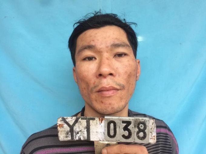 Đặng Quang Vỵ người đã dùng dao, lựu đạn chống đối lực lượng chức năng.