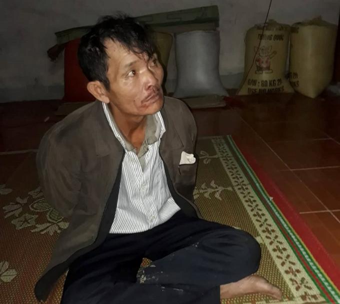 Nghi can Vi Đình Hoa người đã dùng kiếm đâm khiến con trai mình tử vong.