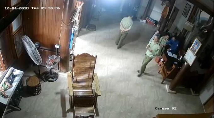 Theo ông Vi Văn Hùng - nếu nhóm cán bộ nói vào bốc thuốc là không đúng sự thật (ảnh cắt từ clip).