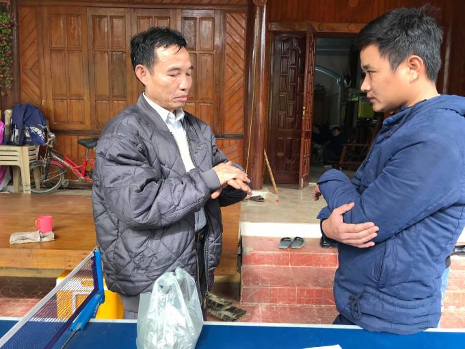 Ông Vi Văn Hùng đã hành nghề tại xã Ngọc Lâm hơn 10 năm nay, đây là lần đầu có cán bộ QLTT vào nhà ông kiểm tra.
