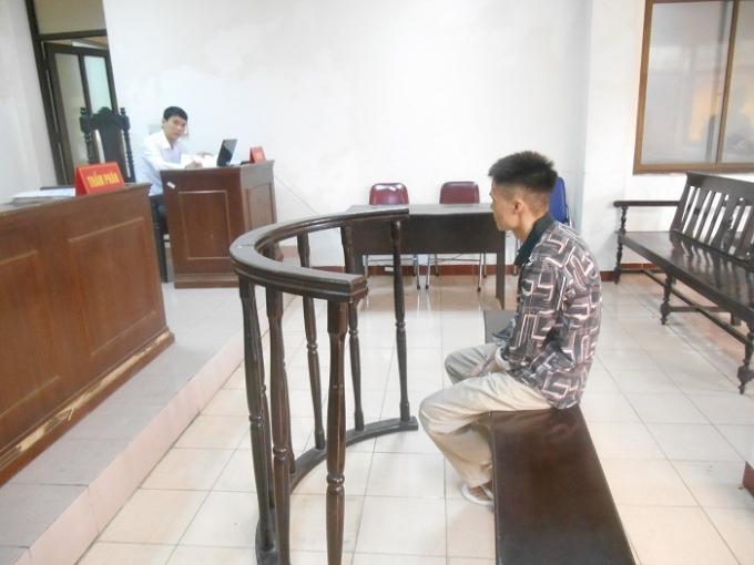 Bị cáo Cao Xuân Tuấn trước vành móng ngựa (Ảnh: Nguyễn Xinh)