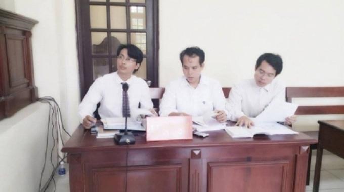 Các luật sư tham gia bào chữa tại phiên tòa ngày 28/9