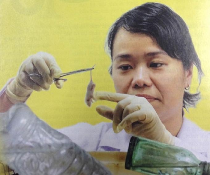 Thạc sĩ công nghệ sinh học Nguyễn Thị Công Dung – Trưởng nhóm Nghiên cứu huyết thanh, khoa Vi sinh miễn dịch, Viện Pasteur TP.HCM
