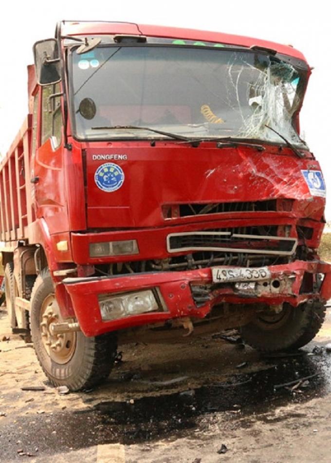 Tai nạn liên hoàn tại Quảng Ngãi làm 4 người tử vong.