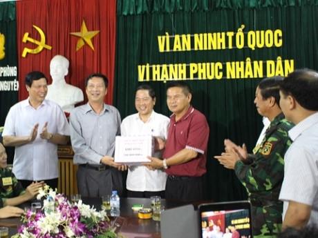 Lãnh đạo Quảng Ninh trực tiếp tới Hải Phòng thưởng nóng Ban chuyên án. (Ảnh:báo An ninh Hải Phòng)