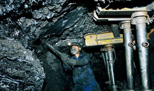 Thợ mỏ làm việc trong điều kiện ngày càng độc hại, nguy hiểm.