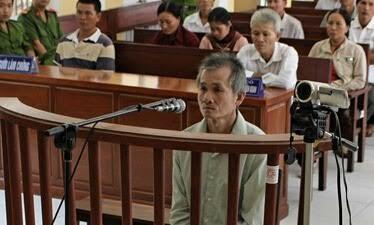 Bị cáo Nguyễn Văn Cốc tại phiên tòa xét xử. (Ảnh: báo Công Lý)