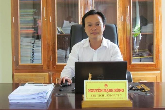 Phó bí thư Huyện ủy, Chủ tịch huyện A Lưới Nguyễn Mạnh Hùng.