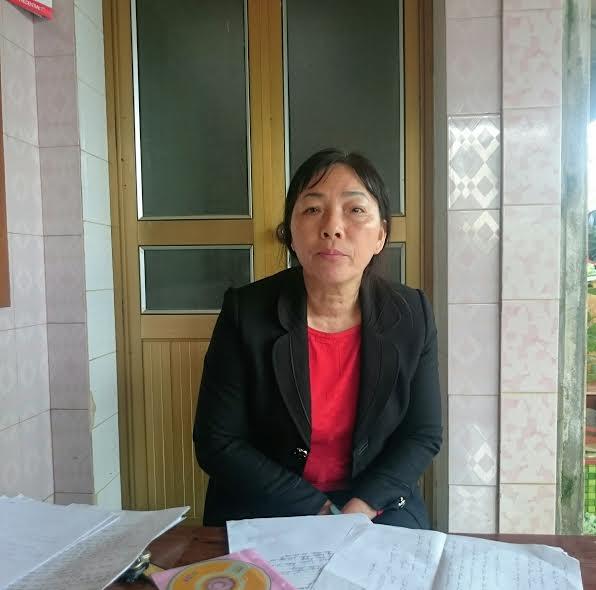 Bà Vượng trao đổi sự việc với phóng viên.