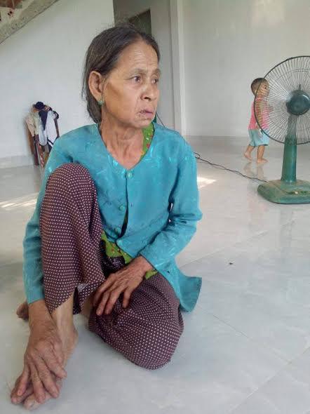Bà Lan vô cùng lo lắng khi nhận được thông tin bị cắt khoản tiền hỗ trợ từ UBND tỉnh Bình Định.