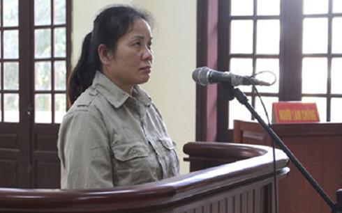 Hoàng Bích Mai tại tòa sơ thẩm. (Ảnh: Đài truyền hình Việt Nam)