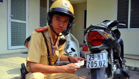 Một vụ phát hiện xe gian, giấy tờ giả của CSGT Hà Nội.