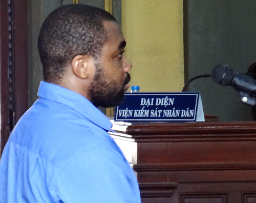Chukwudi tại tòa hôm nay. (Ảnh: VNExpress)
