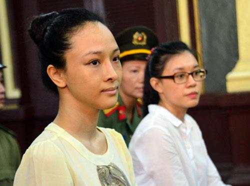 Hoa hậu Phương Nga và người bạn, Thùy Dung tại phiên tòa 2. (Ảnh: báo Vietnamnet)