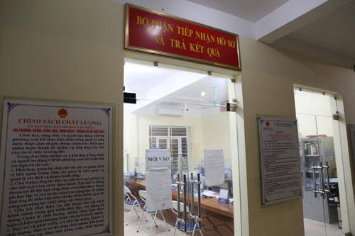 Bộ phận tiếp nhận hồ sơ và trả kết quả của phường Văn Miếu.