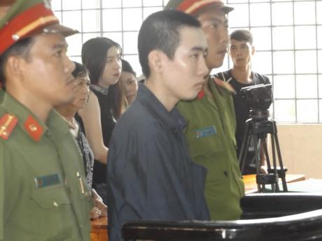 Bị cáo Phạm Văn Lên tại phiên xét xử. (Ảnh: báo Người đưa tin)
