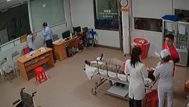 Hình ảnh được camera an ninh của Bệnh viện 115 Nghệ An ghi lại ở thời điểm xảy ra vụ việc.