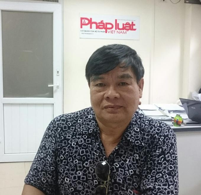 Ông Vương Ngọc Quang trình bày sự việc với phóng viên.