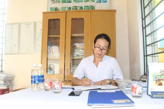 Chị Huỳnh Thị Thủy – nữ thầy thuốc có tấm lòng nhân ái.