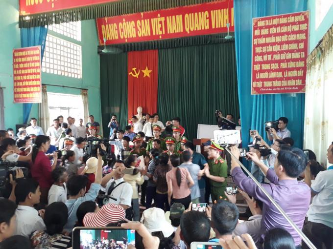 Từ sự cố trong buổi xin lỗi ông Hàn Đức Long (Bắc Giang) đặt ra vấn đề cần phải quy định cụ thể về cách thức xin lỗi người bị kết án oan sai.