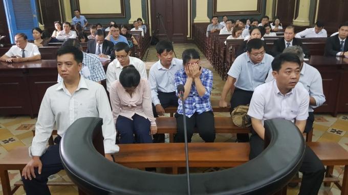 Các bị cáo tại phiên tòa. (Ảnh: báo Người lao động)