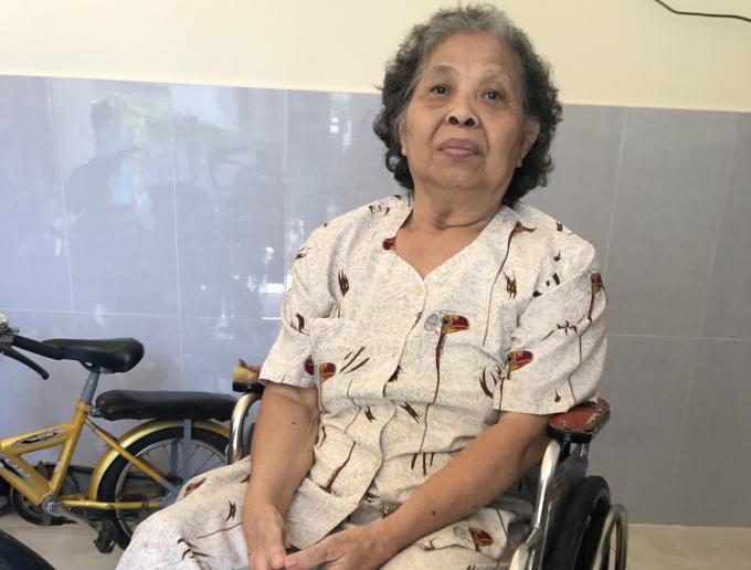 Bà Trần Thị Y ngồi xe lăn kêu cứu đòi quyền lợi suốt hơn 30 năm qua.