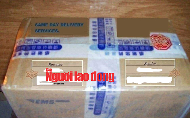 Mẫu giấy tờ được làm giả và thùng quà các đối tượng chụp gởi cho các