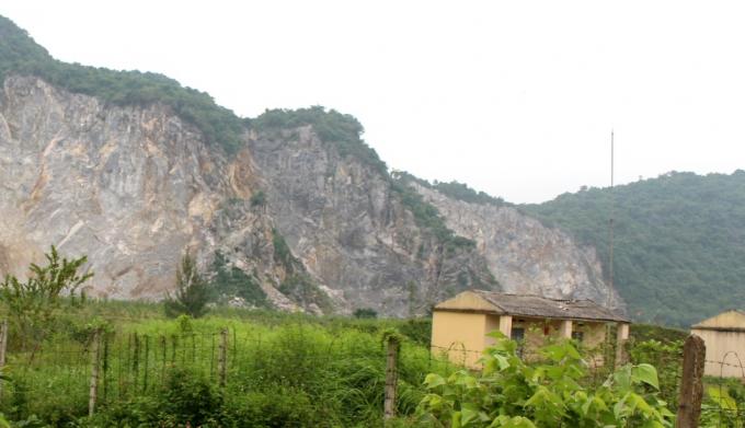 Mỏ đá Nam Lèn Áng – nơi xảy ra vụ tai nạn lao động thương tâm khiến anh Mạnh tử vong tại chỗ.