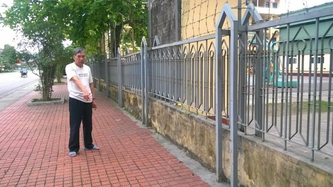 Cựu binh Trần Thanh Bình bên vị trí mảnh đất bị thu hồi.