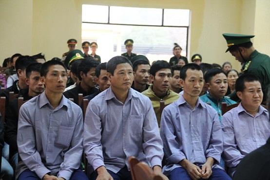Các bị cáo tại phiên tòa. (Ảnh: báo Dân Việt)