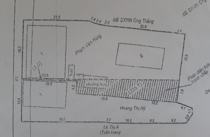 """Đất của gia đình bà Hỷ đã được cấp GCN từ năm 1996, Chủ tịch UBND huyện Lạc Dương """"dễ dàng"""" giao cho ông Bê (phần gạch chéo- PV)."""