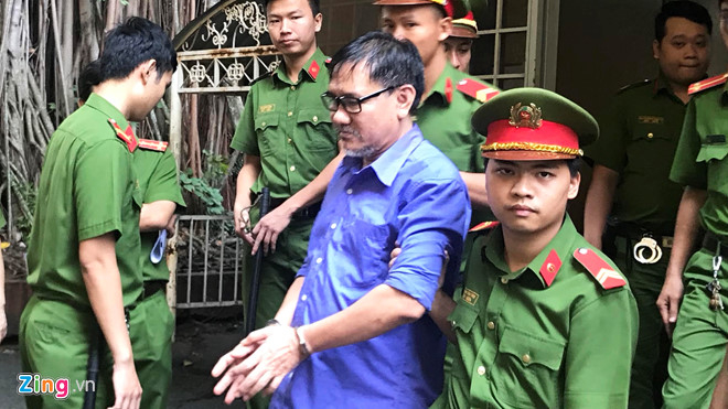 Bị cáo Hồ Văn Hải bị áp giải sau phiên xử. (Ảnh: Zing.vn)
