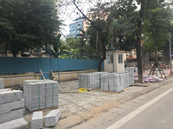 Người dân Thủ đô rất bức xúc trước việc vỉa hè bị đào bới và thay mới liên tục gây nhếch nhác cho Thủ đô và gây lãng phí.