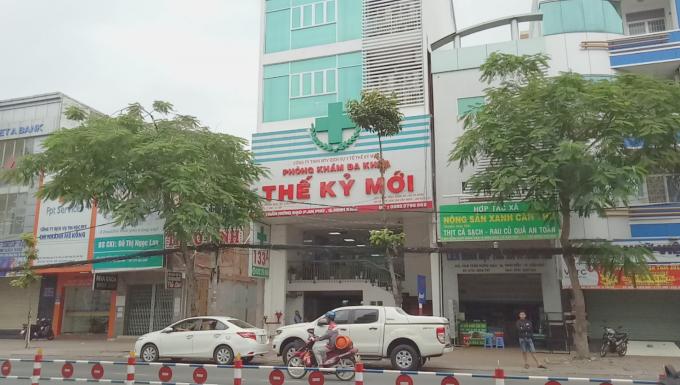 Giá khám chữa bệnh, thẩm quyền điều trị nội trú, trình độ chuyên môn của y bác sĩ người Việt và người Trung Quốc,... là những vấn đề mà dư luận quan tâm rất nhiều tại phòng khám Thế Kỷ Mới.