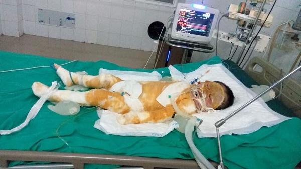 Cháu Như đang giành giật sự sống từng giây từng phút trên giường bệnh.