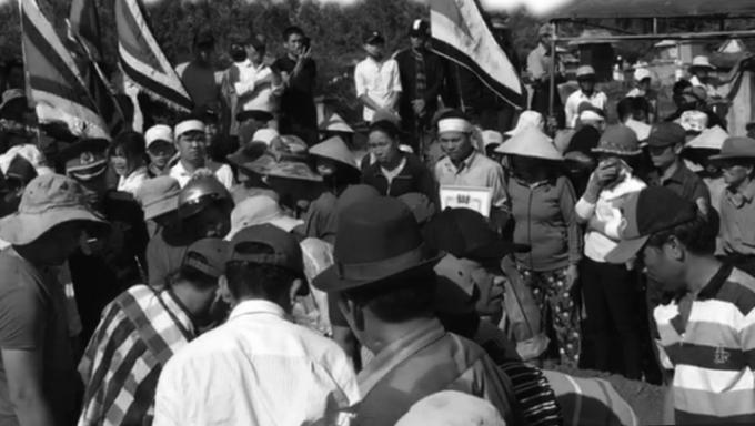 Hàng ngàn người dân đưa hiệp sĩ Thôi về nơi an nghỉ cuối cùng vào sáng ngày 16/5.
