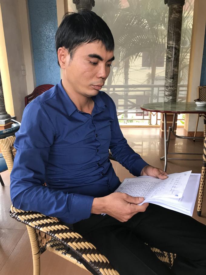 Anh Bình phản ánh vụ việc với phóng viên.