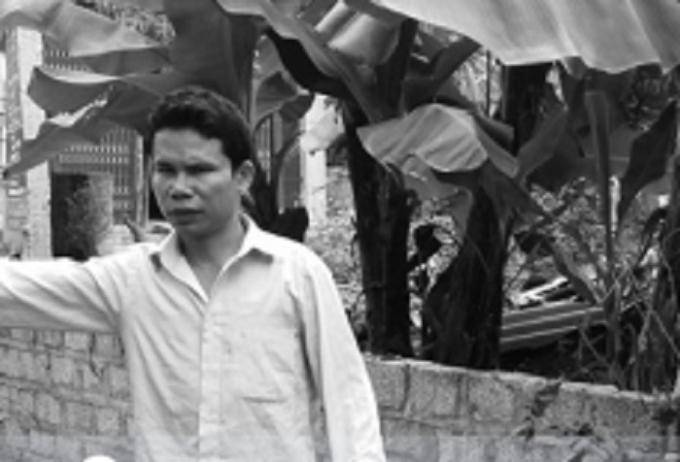 Trần Minh Tư diễn tả lại quá trình xảy ra vụ xô xát.