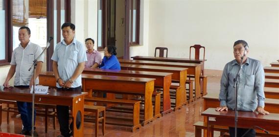 Ba bị cáo tại phiên tòa ngày 15/6. (Ảnh: báo Nông nghiệp Việt Nam)