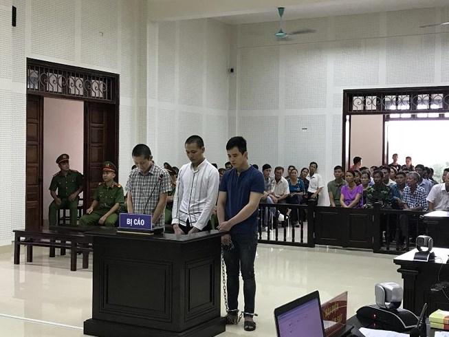 Các bị cáo tại tòa. (Ảnh: báo Pháp luật TP HCM)