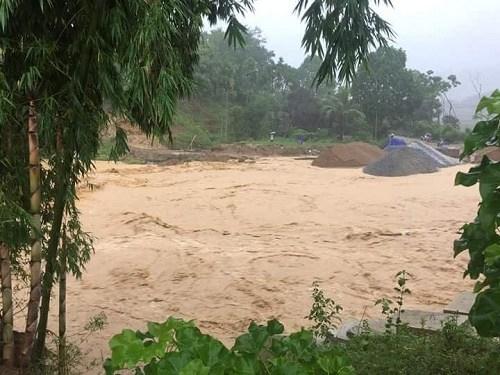 Lũ ống xuất hiện trên địa bàn huyện Lang Chánh, Thanh Hóa.