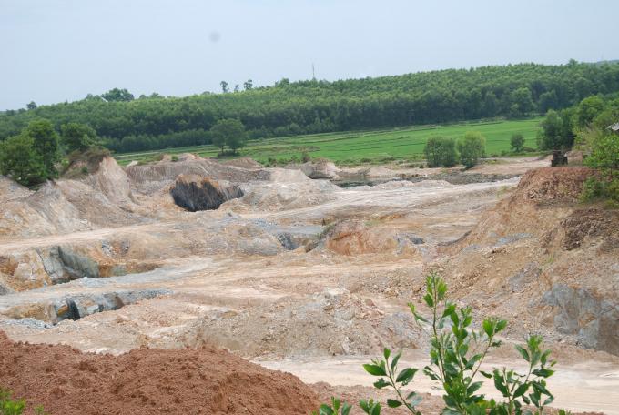 Mỏ đất tạm thời bị đình chỉ để cơ quan chức năng kiểm tra.