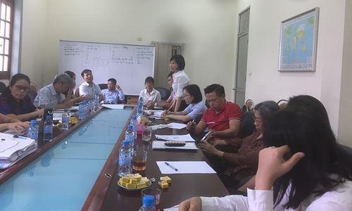 Nhóm khách hàng làm việc với bà Nguyễn Thị Thanh Bình - Phó Ban kiểm soát đặc biệt NHNN.
