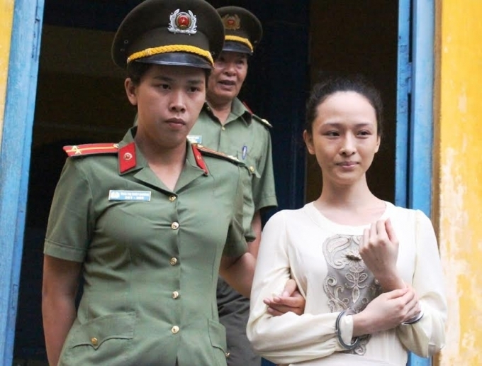 Hoa hậu Phương Nga tại một phiên tòa.