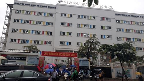 Trường Newton hoạt động và tuyển sinh ngoài quyết định của Sở