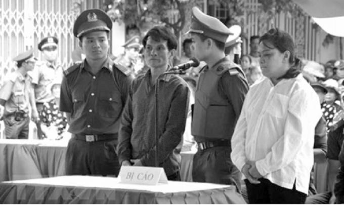 Bị cáo Nguyễn Hùng Dũng và Lê Thị Phương Oanh nghe tuyên án.