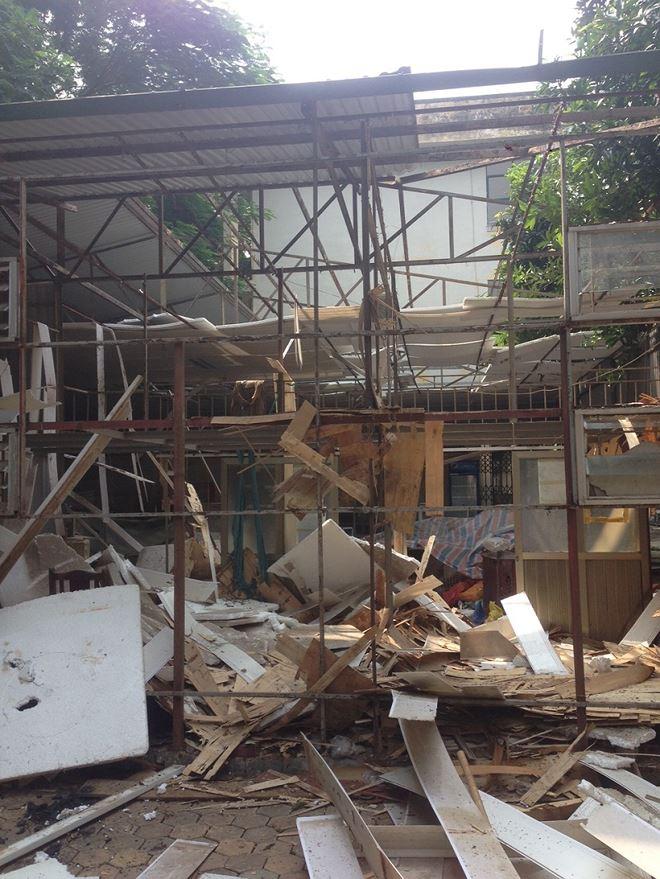 Căng tin của trường nơi gia đình bà Thư tá túc bị phá dỡ hôm 8/8/2018.
